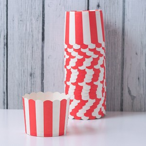 Baking-cups-red-white-stripes-w