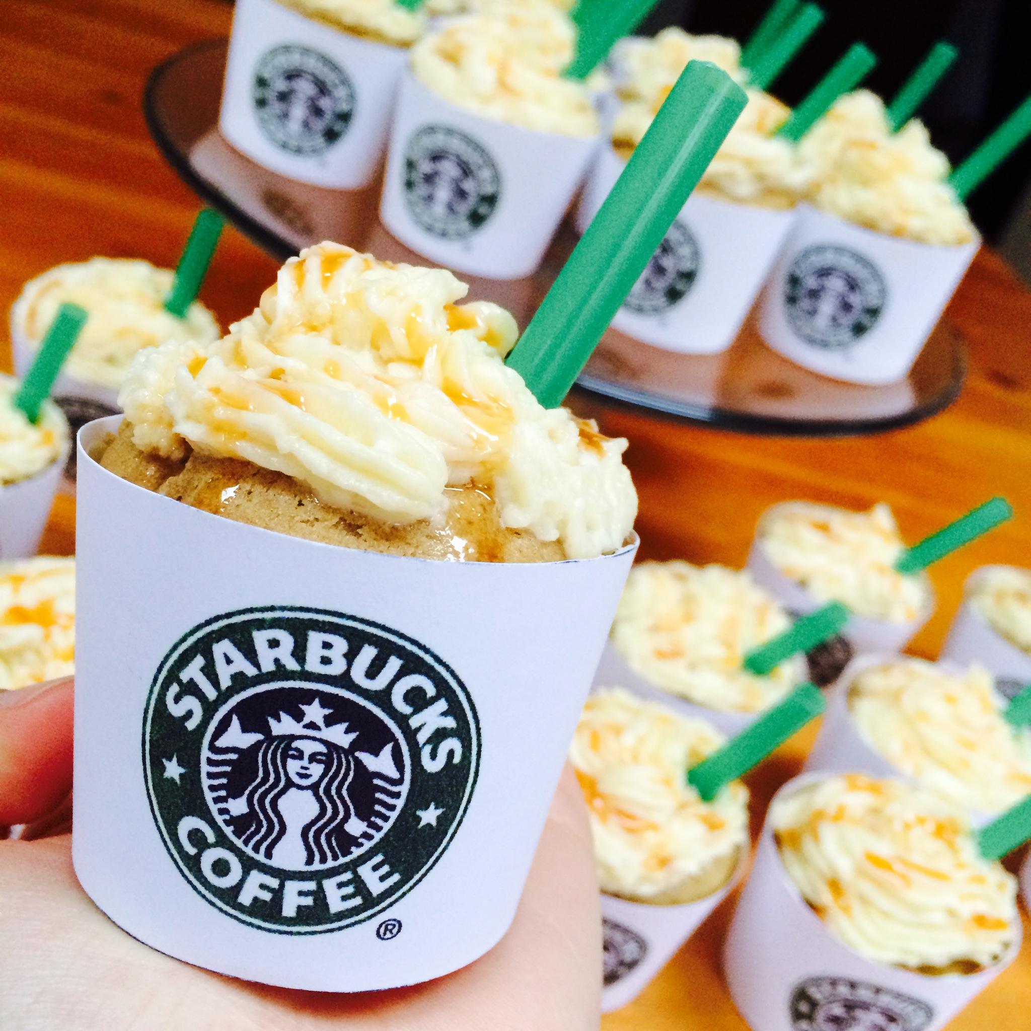 Decorating Cupcakes Starbucks Caramel Frappuccino Cupcakes